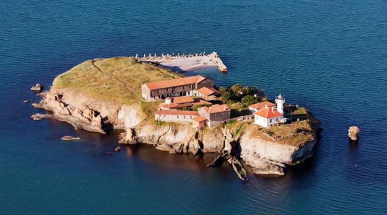 Островът на прочутата лечителка Света Анастасия забулен в тайни
