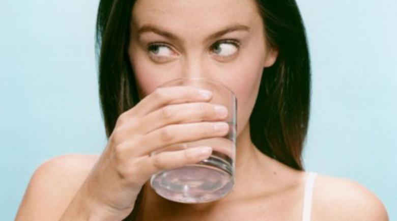 Чаша топла вода на ден срещу болки, прекомерно тегло и за вечна младост