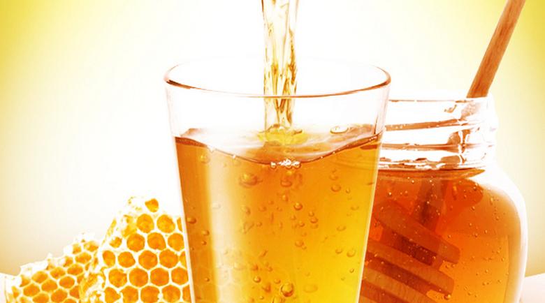 Чудотворната напитка: Какво и как лекува медената вода?