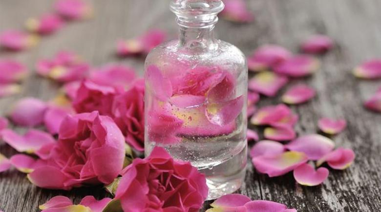 Розова вода: 10 уникални ползи за здравето – за какво помага