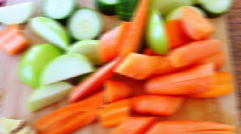 Никога не белете тези зеленчуци и плодове – важното е в кората
