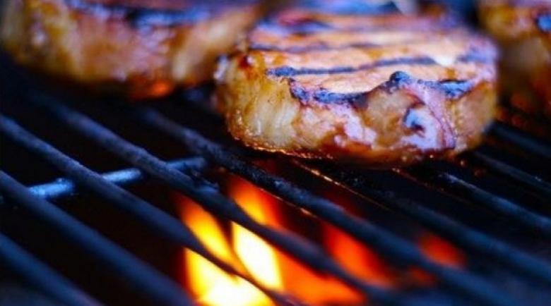 Лекарите призовават: Не яжте люти чушки и пържоли, ако е над 30 градуса!