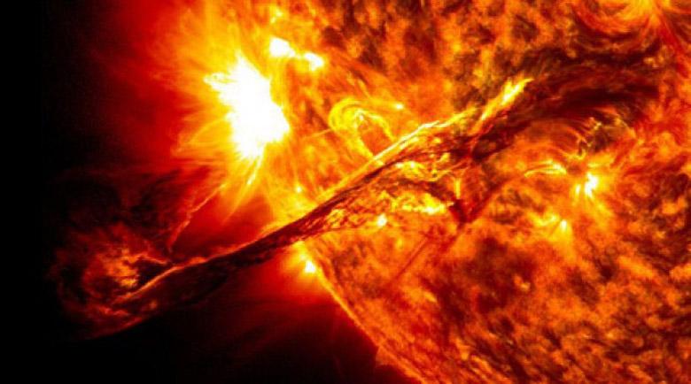 Най-мощната магнитна буря за 2020-а ни връхлита до дни