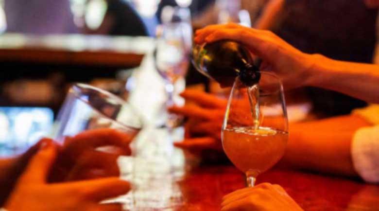 Вредна ли? Тази алкохолна напитка забавя стареенето и сваля холестерола
