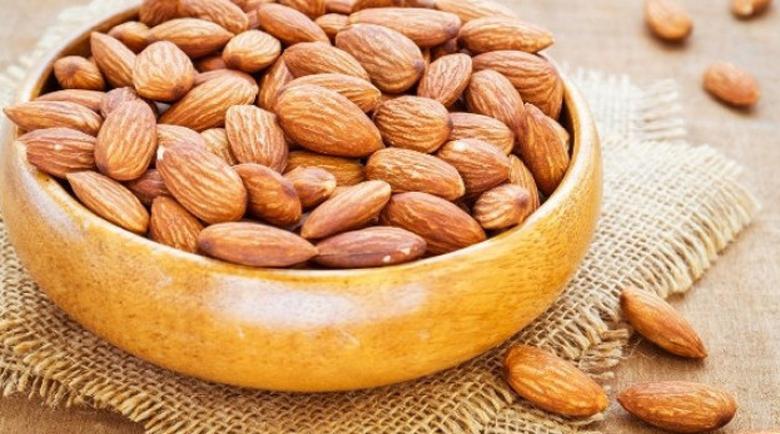 Какво става с тялото ни, ако хапваме по няколко бадема всеки ден