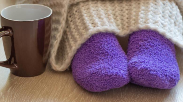 Как да си стоплим студените крака през зимата