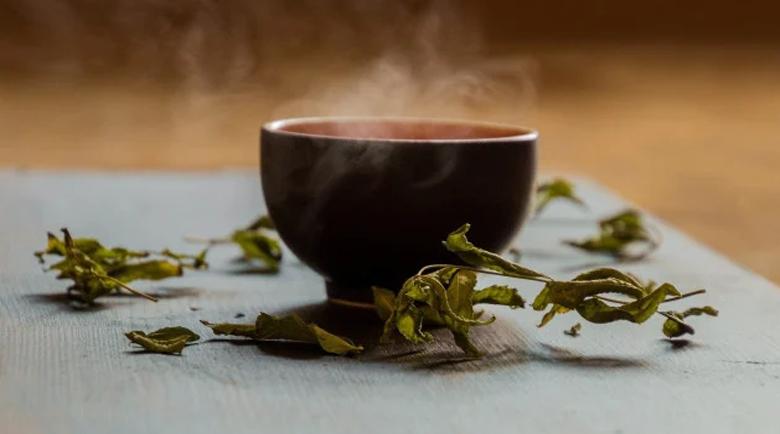 Кои са най-полезните чайове, които ще ни спасят през зимата