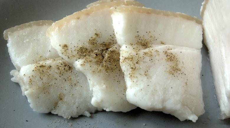 Как сланината, картофите и чесъна помагат при зъбобол?