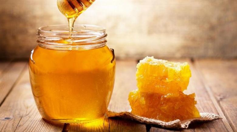 Мед с овес топи шиповете в петите