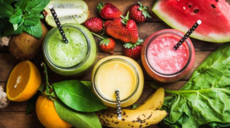 В топ форма за лятото: 3 смутита, които стимулират храносмилането